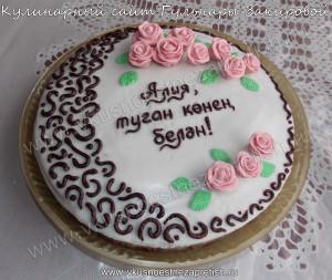 Шоколадый торт в белой глазури