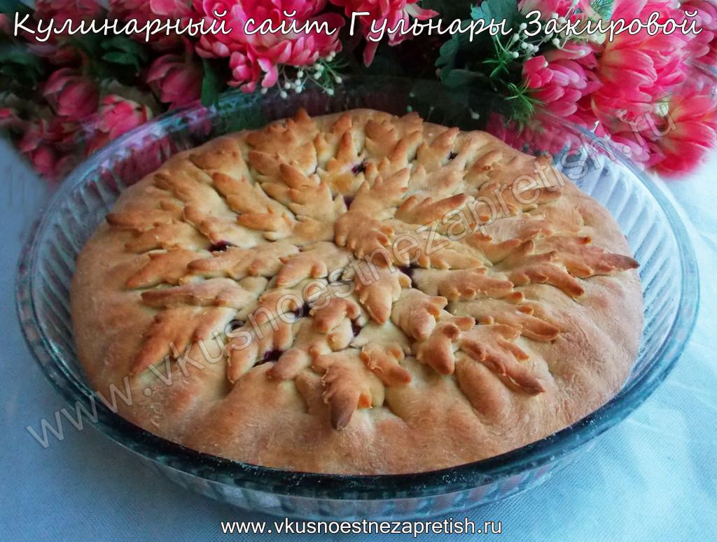 Красивый пирог с черникой и яблоками